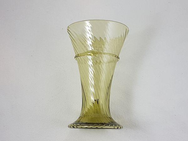 Optisch geblasener Becher 12. - 13. Jahrhundert